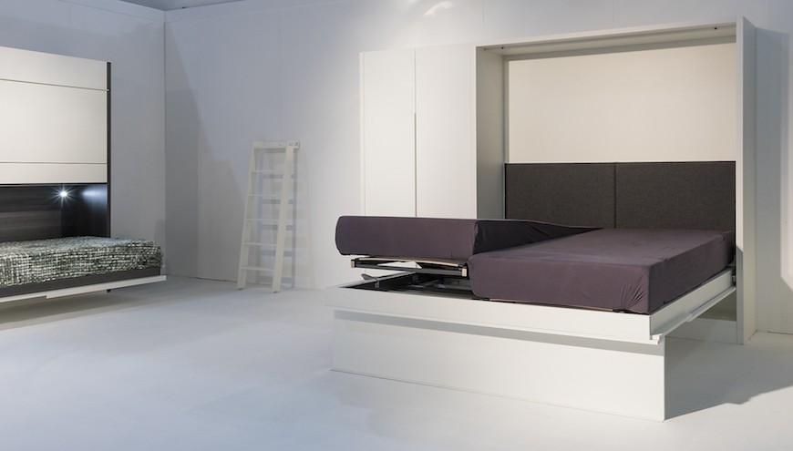 Lit pliable dans un meuble ou un meuble