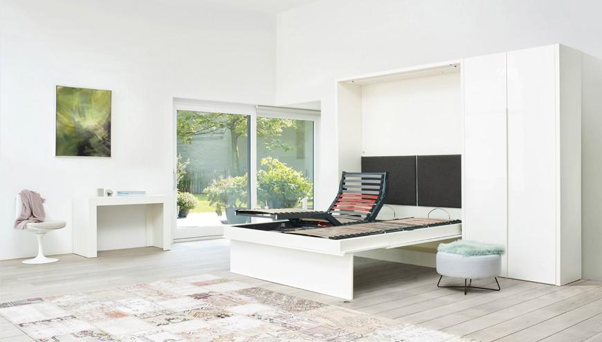 Lit repliable intégré dans un meuble